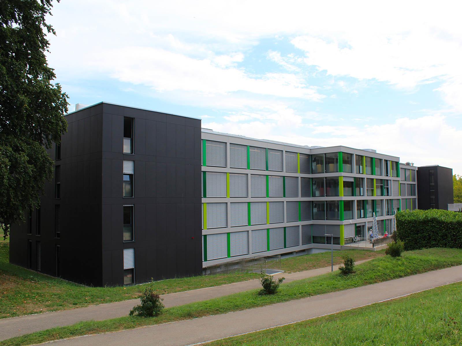 Vue du parc du bâtiment des Azalées à la MRPS