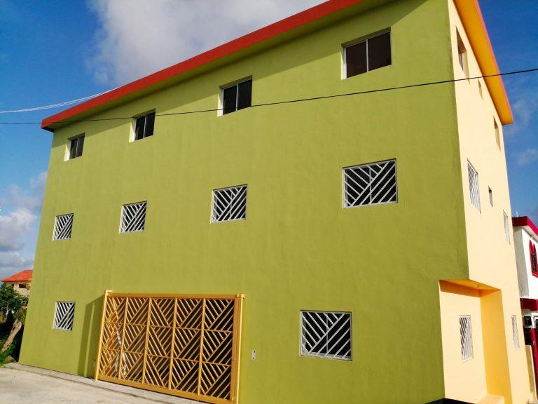 Façade de l'immeuble d'habitation à Higüey